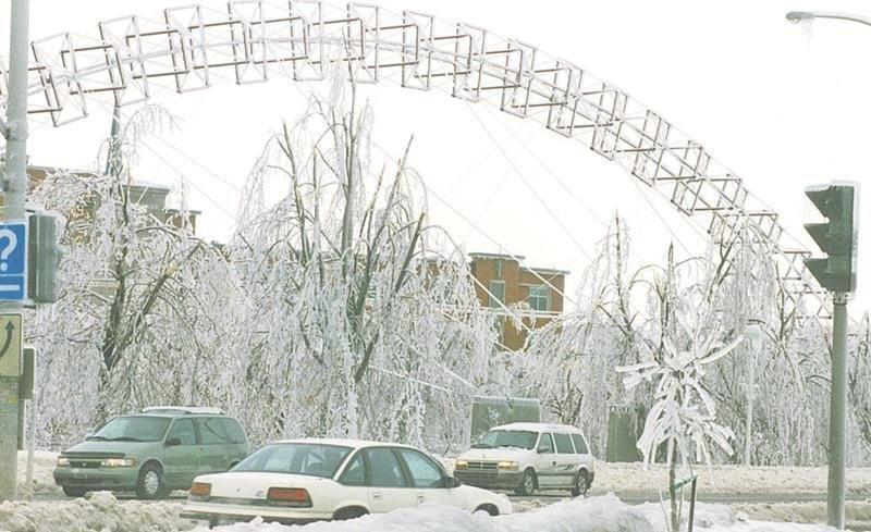 Durant la crise du verglas, pas moins de 90 mm de pluie verglaçante étaient tombés en cinq jours.  Photothèque | Le Courrier ©