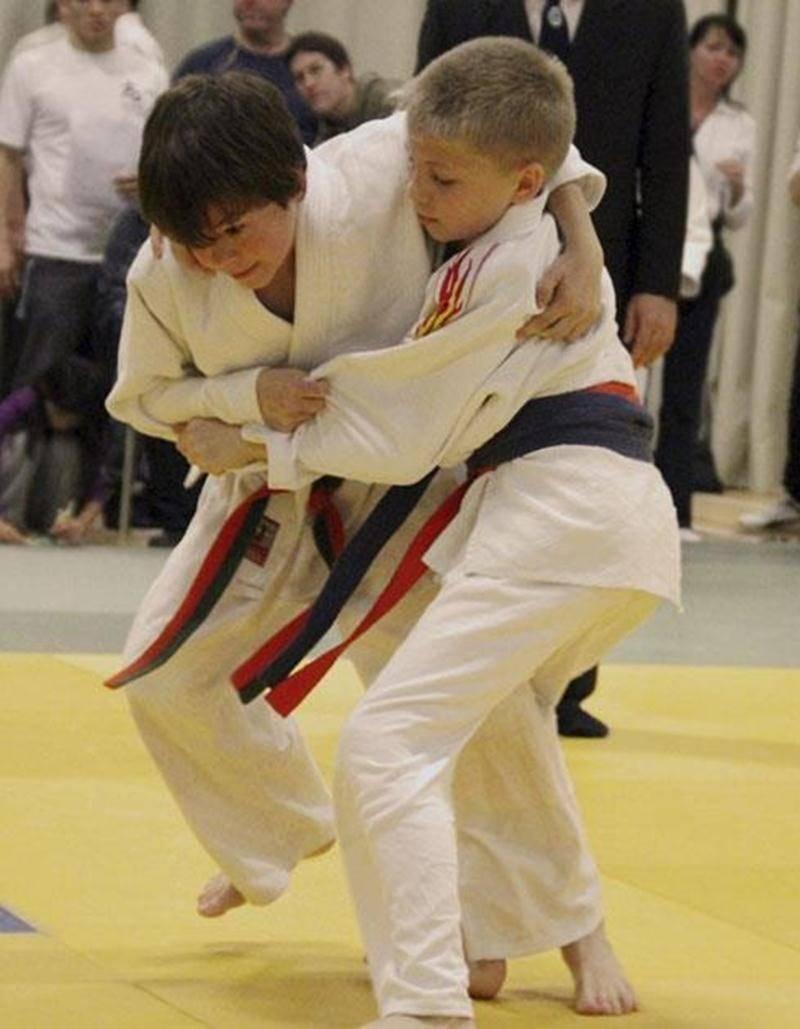 Zachary Daviau (à gauche), médaillé de bronze en classe U13 au championnat provincial de judo.