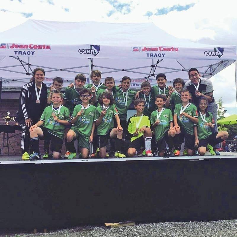 Le FC Saint-Hyacinthe U12 local, médaillé de bronze. Photo Courtoisie