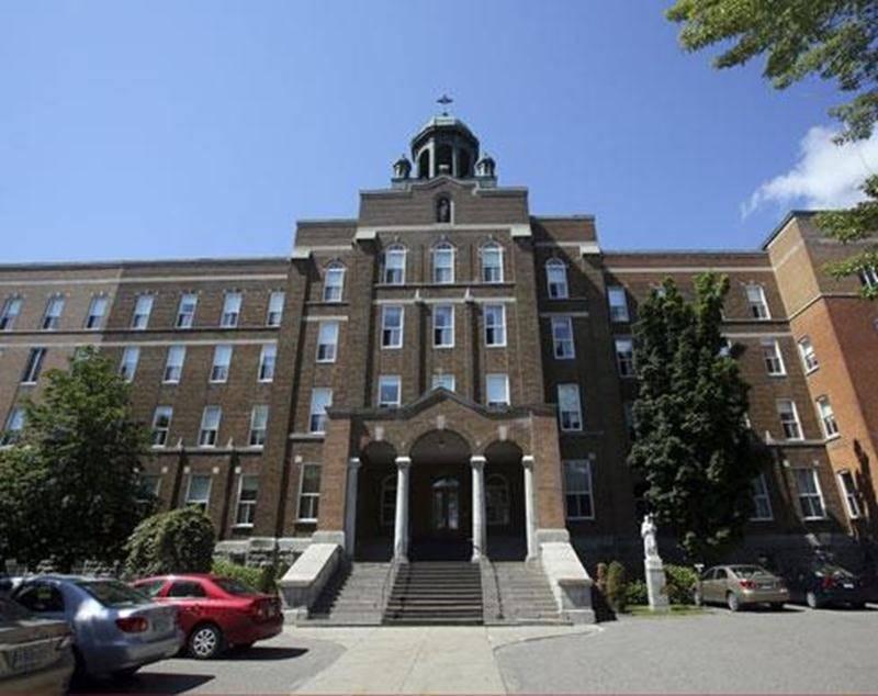 La Ville entrevoit le potentiel de la maison-mère des Soeurs de Saint-Joseph pour accueillir le CCM, mais préfère attendre les résultats de l'étude de faisabilité prévue pour 2015.