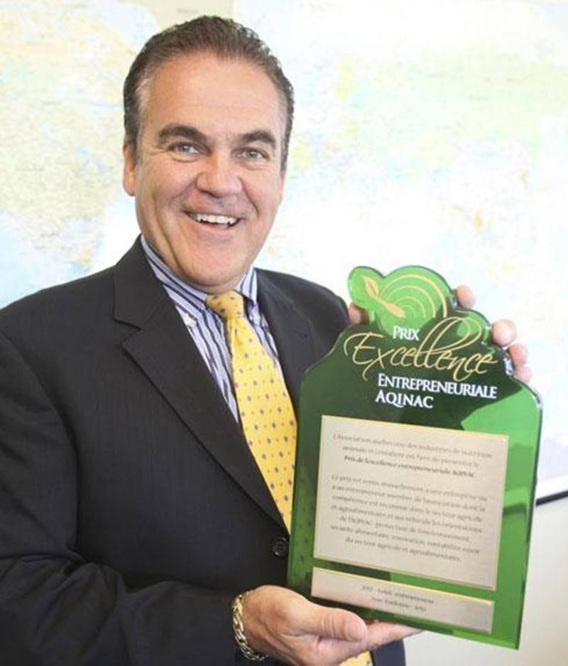 Jean Fontaine, président de Jefo, a reçu le Prix de l'excellence entrepreneuriale AQINAC 2012.