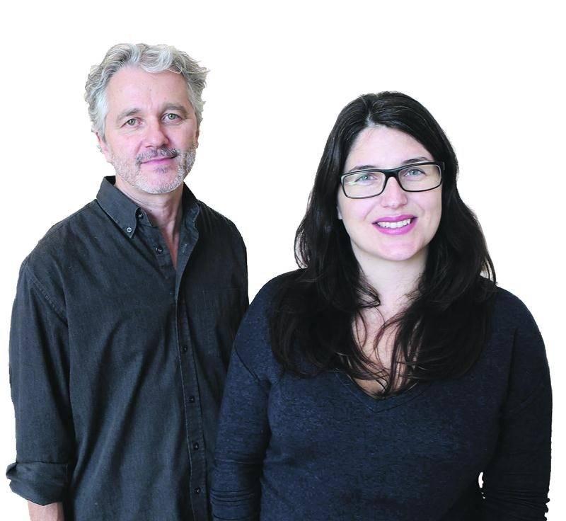 Marcel Blouin et Véronique Grenier, codirecteurs d'Orange, l'évènement d'art actuel de Saint-Hyacinthe. Le démontage était déjà en cours.  Photo Robert Gosselin |  Le Courrier ©