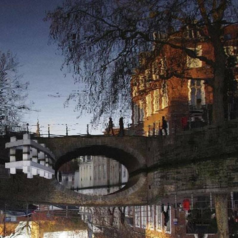 Les 5, 6 et 7 avril, une vingtaine de membres exposeront et partageront avec le public une centaine de leurs meilleurs clichés sur des sujets variés. En votant pour votre photo « coup de coeur », vous courez la chance de gagner cette photo et l'admission gratuite à la prochaine conférence organisée par le club. Sur la photo : la ville de Bruges en Belgique.