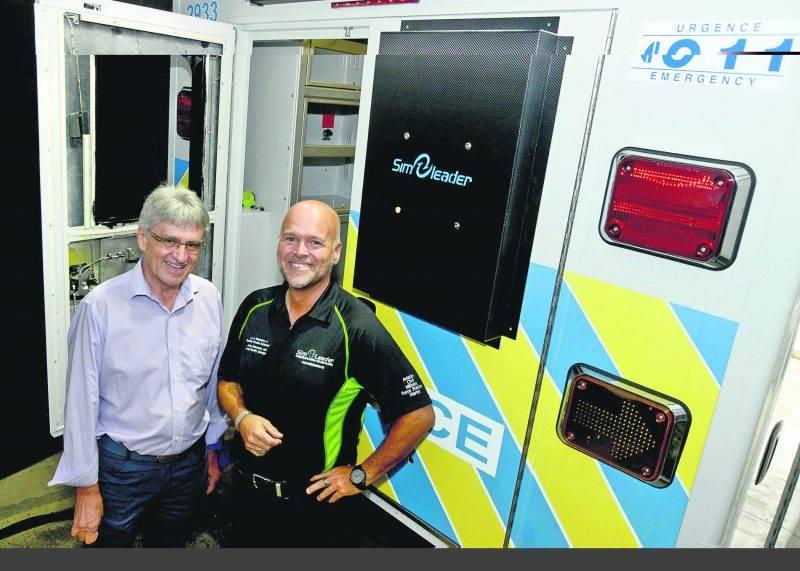 L'entreprise maskoutaine Simleader a conçu un simulateur d'ambulance pour le collège NAIT en Alberta. De gauche à droite : le président de Simleader, Guy Lussier, et le directeur général, Robert-François Demers.  Photo François Larivière | Le Courrier ©
