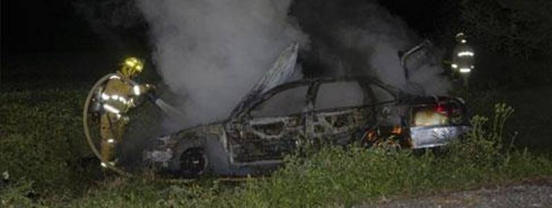 Une voiture a pris feu au terme d'une sortie de route survenue sur le rang Haut de la Rivière Nord à Saint-Pie dans la nuit du 5 au 6 septembre. Lorsque les policiers sont arrivés sur place, le conducteur n'était plus à bord du véhicule. Il a été localisé près d'une résidence située à proximité. Les pompiers ont été appelés à intervenir. Un constat d'infraction de plus de 200 $ pourrait être remis au conducteur pour ne pas être resté sur le lieu de l'accident, comme le veut le Code de la sécurit