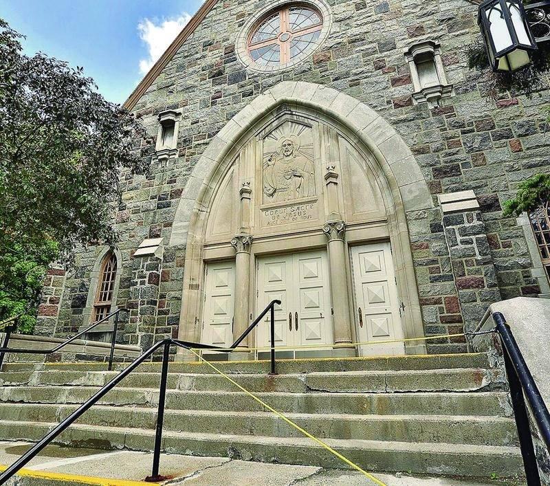 Des travaux importants seraient nécessaires pour garder l'église Sacré-Coeur ouverte plus longtemps. La Fabrique a préféré s'en départir au profit de la CSSH. Photo Robert Gosselin | Le Courrier ©