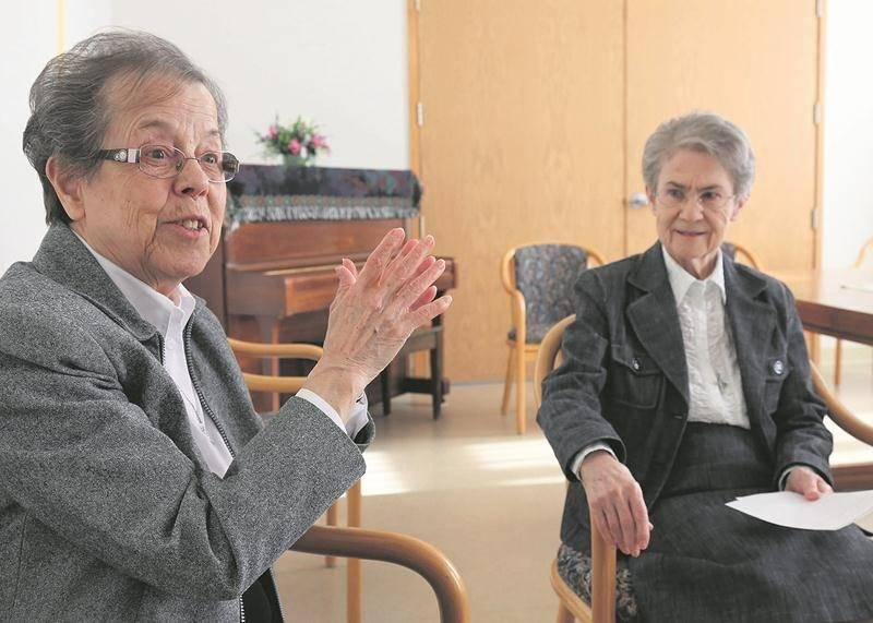 Les Sœurs Thérèse Doyon et Édith Lavoie se souviennent de la grande solidarité au sein de toute la communauté à la suite de l'incendie. Photo Robert Gosselin | Le Courrier ©