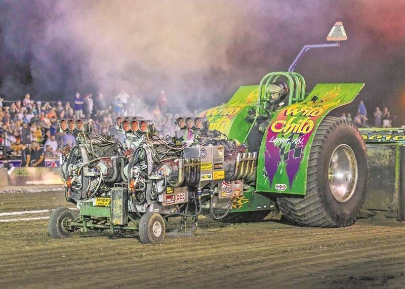 Les participants aux tires de tracteurs sont loin de manquer d'imagination dans la conception de leur machine. Photo François Larivière | Le Courrier ©