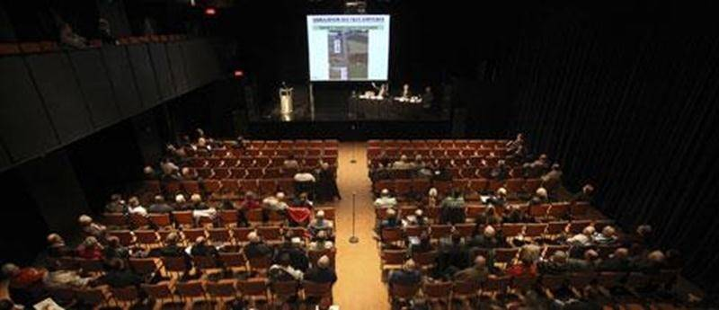 L'audience clairsemée de la seconde rencontre d'informations du 16 octobre au Centre des arts Juliette-Lassonde.