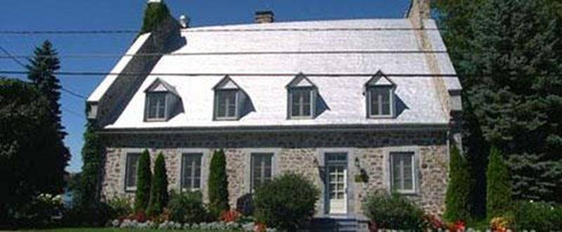 Québec versera une aide financière de 143400$ pour la restauration de la maison François-Cherrier, classée immeuble patrimonial en vertu de la Loi sur le patrimoine culturel. Située à Saint-Denis-sur-Richelieu, elle a été reconnue en 1980, puis classée en 2012. Il s'agit d'une habitation d'inspiration française et d'influence urbaine construite au début du XIX esiècle. Le projet, estimé à 360000$, concerne, entre autres, la restauration de la maçonnerie de pierre de même que la galerie en