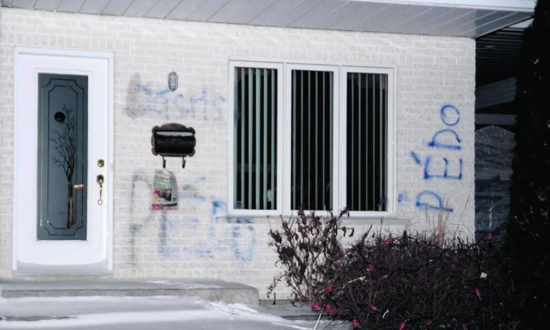 La résidence de Réal Savard avait été vandalisée après que des accusations relativement à des contacts sexuels avec des mineurs, notamment, soit déposées contre lui. Photothèque | Le Courrier ©