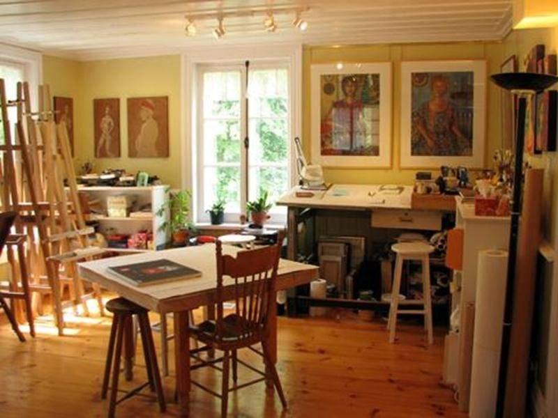 Gaëtane Dion, de Saint-Antoine-sur-Richelieu, tout comme les 21 autres artistes et artisans du Parcours des Arts ouvre les portes de son atelier. Allez découvrir ses personnages féminins stylisés.- 30 -