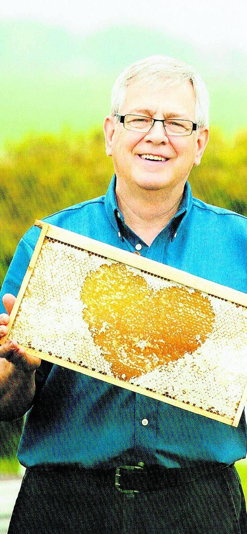 Yves Gauvin est sur un comité de survie des pollinisateurs. Il est toujours actif comme membre au niveau de la Fédération des apiculteurs et il continue aussi de s'impliquer dans la poursuite des communications à l'intérieur du monde agricole avec le CRAAQ et la table filière apicole dont fait partie l'UPA.