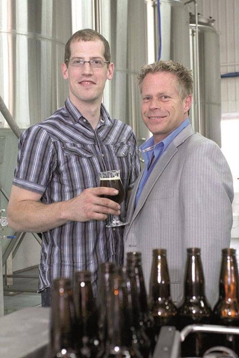 Le maître brasseur, Dominic Charbonneau, et le président-directeur général de Brasseurs du Monde, Gilles Dubé, sont bien fiers des trois bières déjà mises en marché. L'entreprise prévoit lancer dix autres produits d'ici avril 2012.