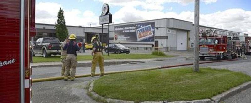 Plus de peur que de mal à l'usine des Produits forestiers Ampro sur la rue Cartier, mardi, alors qu'une quinzaine de pompiers de Saint-Hyacinthe ont été appelés pour répondre à un appel d'urgence en matinée. Le bris d'un dépoussiéreur a fait craindre le pire, mais la situation a rapidement été maîtrisée. Le bâtiment, avec une vingtaine d'employés à l'intérieur, a tout de même été évacué.