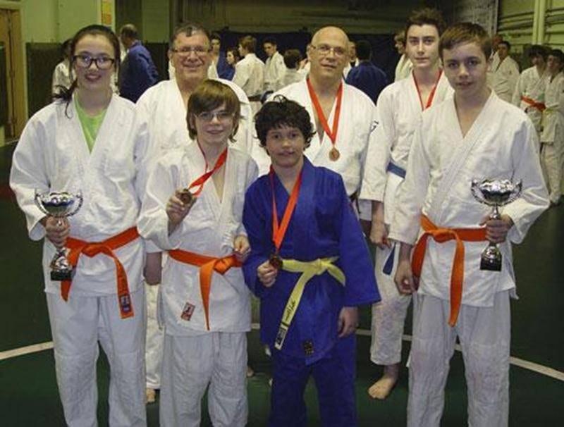 Sur la photo, on aperçoit Éloïse Laliberté, Maxime Roger, Ludovic Laliberté, Kristofer Lachaine, Louis Graveline, François Fournier et Mathieu Bellavance.