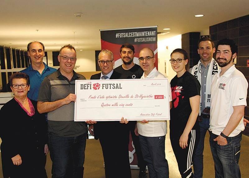 Association Défi futsal : 4 500 $ remis au Fonds d'aide optimiste Douville