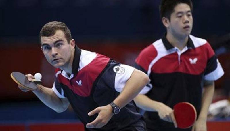 L'Hilairemontais Pierre-Luc Hinse et son coéquipier Andre Ho n'ont pas eu la vie facile contre le double japonais lors de leur match de première ronde du tournoi par équipe.