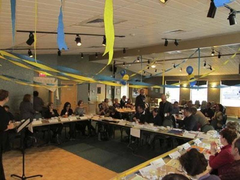 Le vendredi 6 avril, le club Toastmasters Le Maskoutain a célébré sa 300 e rencontre. Toastmasters International permet d'apprendre à développer vos habiletés en communication et en leadership. Vous êtes cordialement invités à venir assister aux rencontres régulières, tous les vendredis, de 6 h 55 à 8 h 30. La rencontre du vendredi 27 avril sera plus spécialement dédiée aux invités. Les rencontres ont lieu au restaurant Lussier, à Saint-Hyacinthe. Informations et réservations : Guillaume Moussea