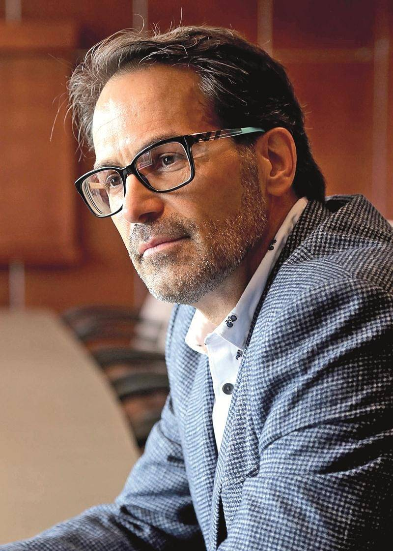 Le chef de la direction du cabinet Therrien Couture, Normand Therrien est fier d'ouvrir un cinquième bureau à Montréal. Photo Robert Gosselin | Le Courrier ©