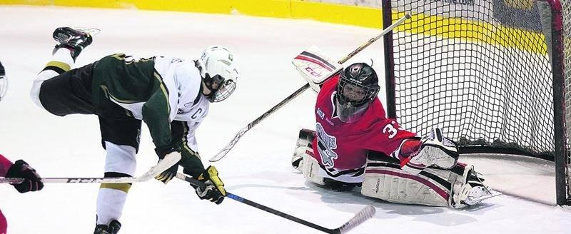Les 100 équipes inscrites fouleront les patinoires du Stade L.-P.-Gaucher et du complexe Isatis Sport. Photothèque | Le Courrier ©