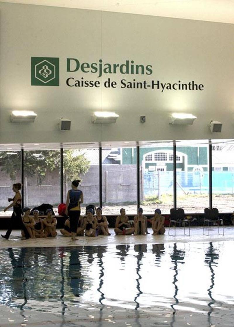 La Caisse populaire Desjardins de Saint-Hyacinthe déboursera 450 000 $ sur une durée de 15 ans pour associer son nom à celui du Centre aquatique.