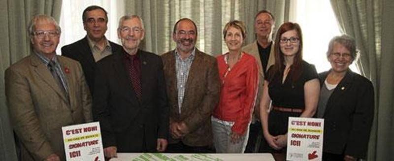 La campagne de signature contre l'implantation des compagnies gazières sur le territoire de la ville de Saint-Hyacinthe a atteint son objectif.