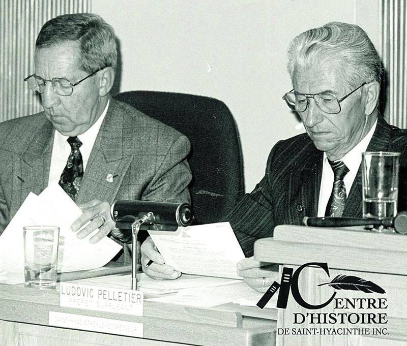 Ludovic Pelletier au cours d'une réunion du conseil de la MRC, en octobre 1992. À sa droite, le maire de Saint-Hyacinthe, Clément Rhéaume. Photo Centre d'histoire de Saint-Hyacinthe