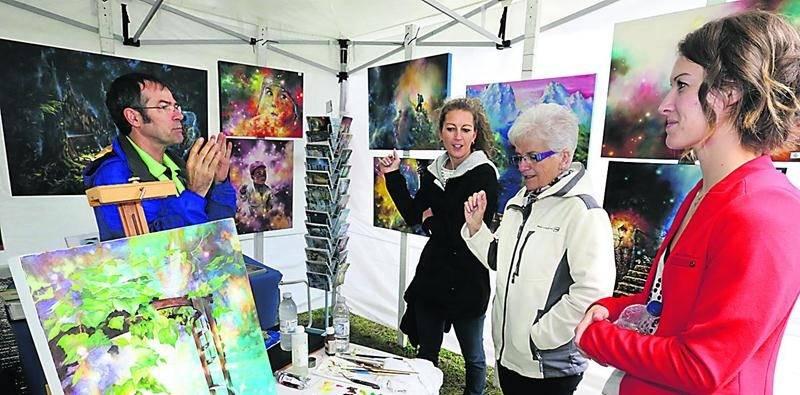 Avec une cinquantaine d'artistes et artisans présents, une belle variété d'oeuvres s'offrait aux visiteurs du Sentier des couleurs. Photo Robert Gosselin | Le Courrier ©