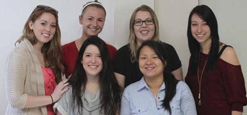 Six des septs étudiantes organisatrices : Émilie Malboeuf, Mylène Laurendeau, Sara Guèvremont, Audrey Marcotte, Camille Blanchard Gaudette et Kim Cimoné. (Absente : Catherine Hivon)