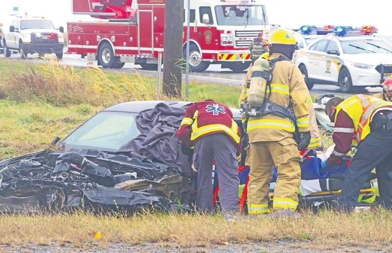 Les pinces de désincarcération ont été nécessaires pour extirper les deux automobilistes.  Photo Dominique St-Pierre