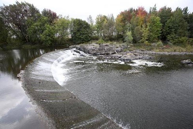 Le coût de réfection du barrage à Georges-Maurice, qui date de 1870, est estimé à environ 500 000 $, incluant les honoraires professionnels.