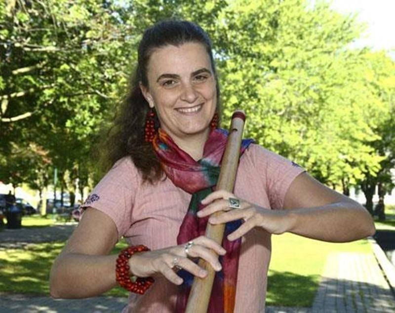 La musicienne maskoutaine Marie Saintonge s'envolera le 12 septembre pour l'Inde où elle ira enseigner la musique à des jeunes issus de milieux défavorisés.