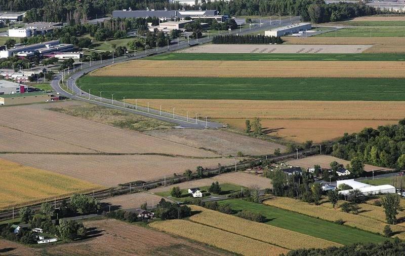 Une nouvelle étude à 22 000 $ devrait éclaircir l'option du viaduc pour le prolongement du boulevard Casavant. Photothèque   Le Courrier ©