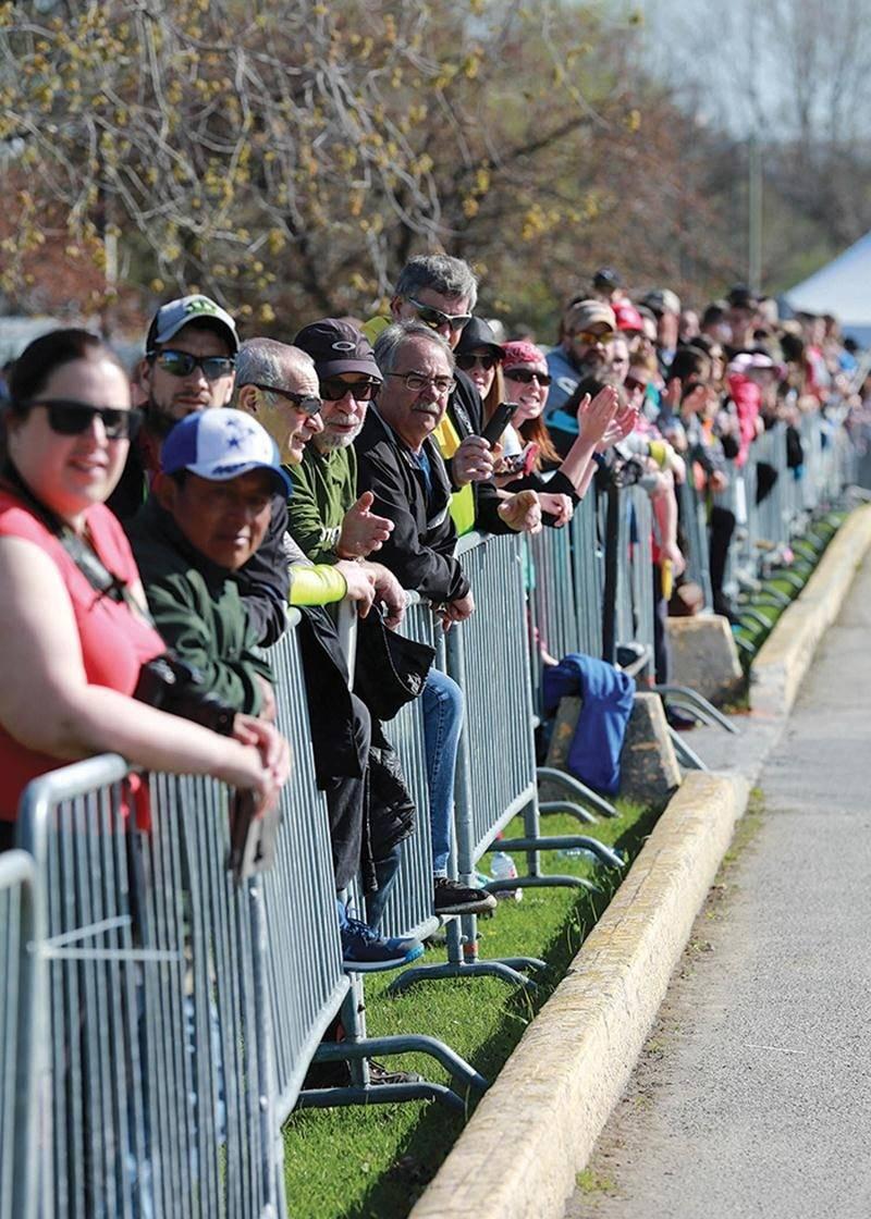 Les coureurs ont pu faire leur arrivée  sous les encouragements de plusieurs personnes réunies sur les derniers  mètres à parcourir.