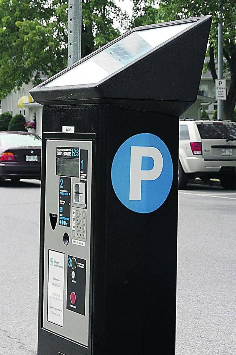 La Ville de Saint-Hyacinthe passe à l'ère des horodateurs dans le domaine du stationnement payant sur rue. Photo François Larivière | Le Courrier ©