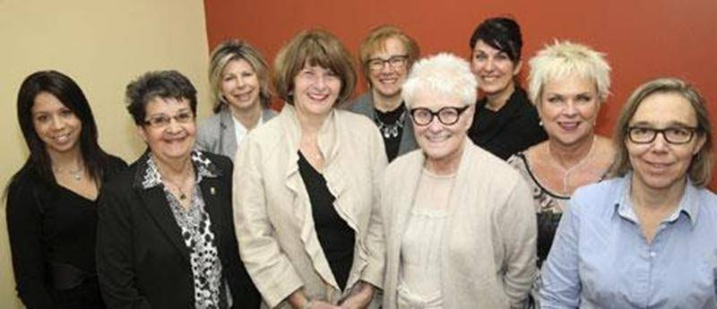 Sur la photo, à l'avant, de gauche à droite, Stéphanie Destrempes, Ginette Comtois, agente de développement à la Société canadienne du cancer; Huguette Corbeil, présidente d'honneur; Diane St-Pierre, Exclusivités Monique Plus; Linda Leduc, Boutique Moi et l'Autre; et Anik Larivière, Imprimerie Maska. À l'arrière, dans le même ordre, Jocelyne Deslandes, Fleuriste Au Jardin d'Eden; Jeanne Demers et Louise Beauregard, du Courrier de Saint-Hyacinthe.