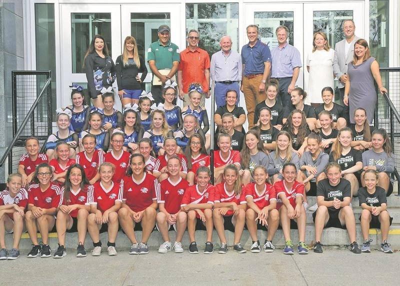 Le sport-études de l'École secondaire Fadette atteint des sommets au sein de sa clientèle féminine cette année, notamment avec l'arrivée du cheerleading et du hockey féminin, en plus de l'ajout d'un groupe féminin en soccer. Photo Robert Gosselin   Le Courrier ©