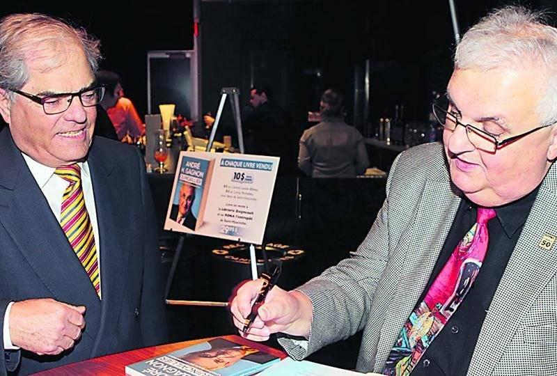 Lors du lancement, André H. Gagnon n'a eu aucun répit, lui qui a dédicacé près de 250 exemplaires de sa biographie, dont un pour André Benoit.