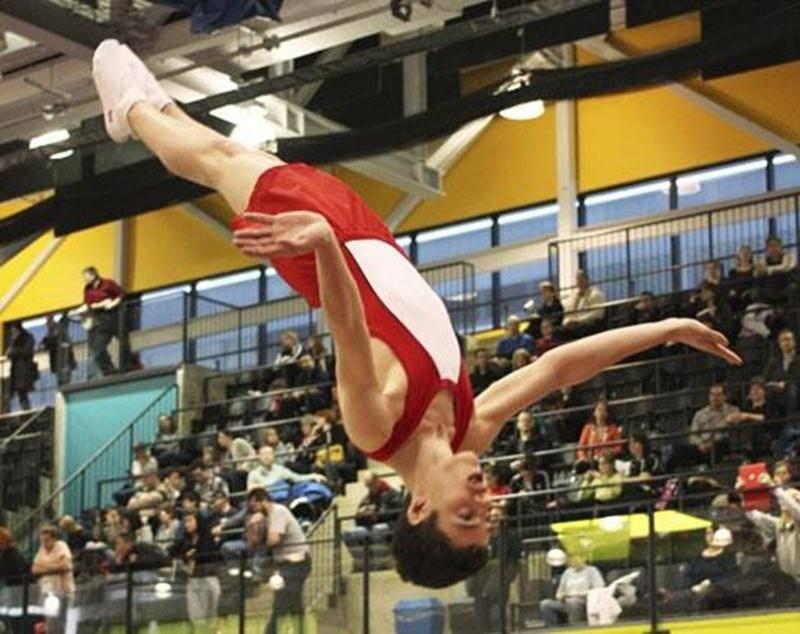 Antoine Latulippe en pleine routine de double mini-trampoline.