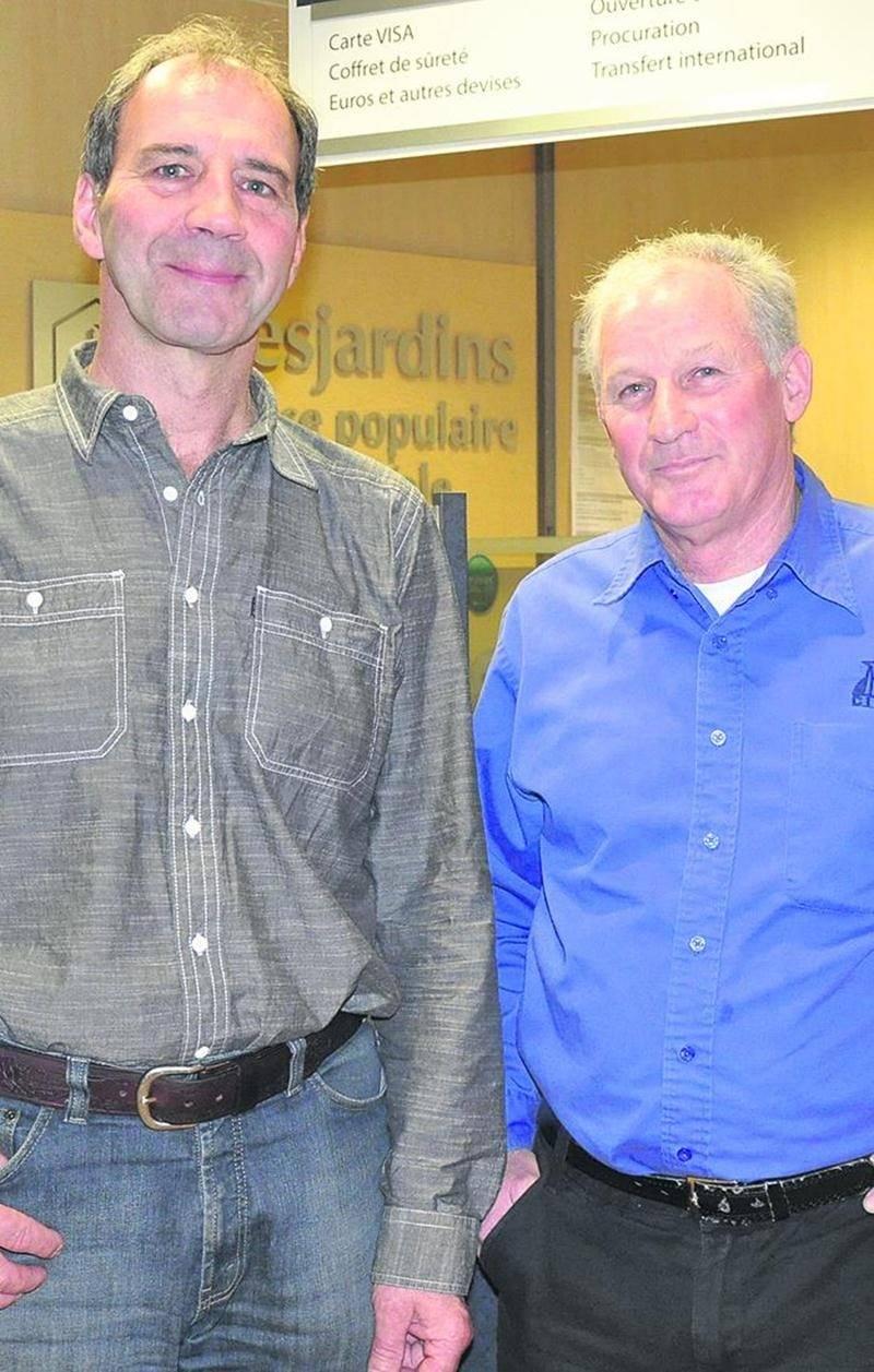 René Chagnon et Pierre Thibault, présidents des Caisses Desjardins d'Acton Vale et de la Rivière Noire.