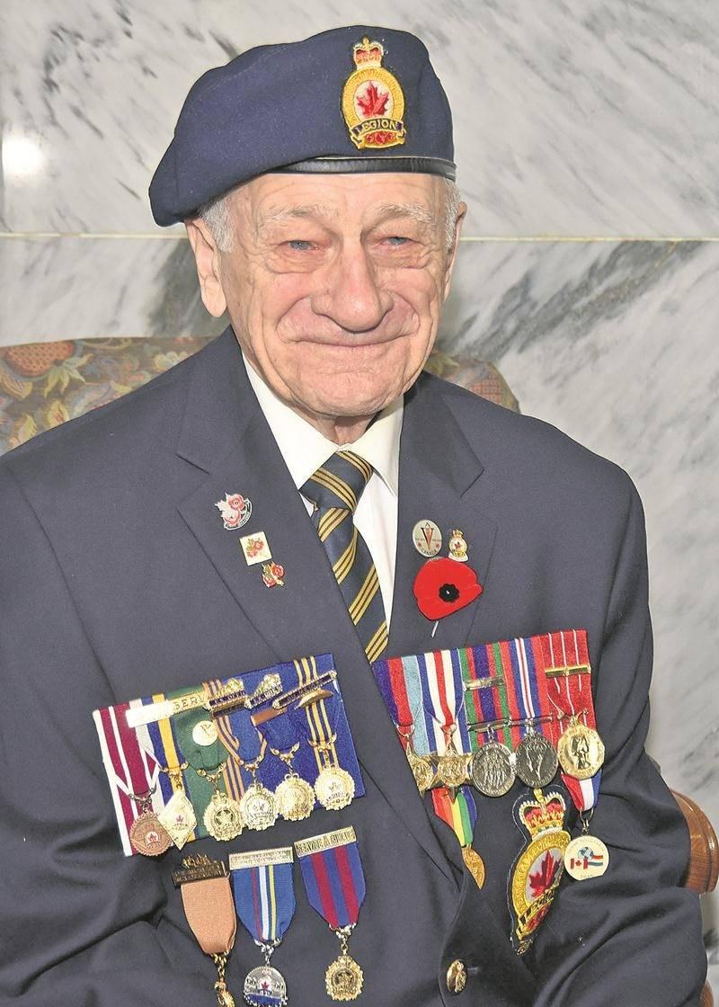 Gilles Lussier est parmi les derniers vétérans maskoutains de la Seconde Guerre mondiale.  Photo François Larivière   Le Courrier ©