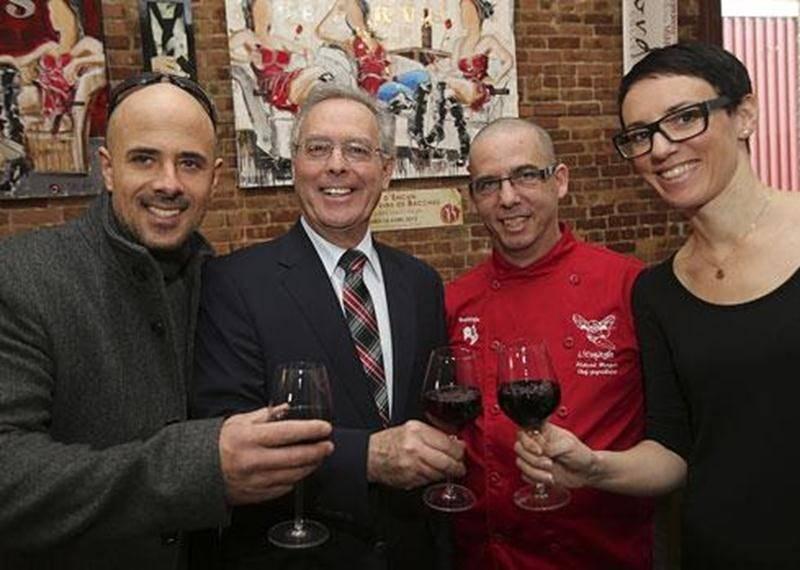 Vincent Cordeau, artiste-peintre; D<sup>r</sup> Gilles Brien, président de la Fondation Aline-Letendre; Richard Marquis, chef-propriétaire de L'Espiègle; et Hélène Dion, sommelière-conseil et chroniqueuse vins.
