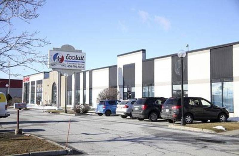 Au premier plan, les anciens locaux de Waterco Canada aujourd'hui loués par la Brasserie Licorne Québec (Boris).