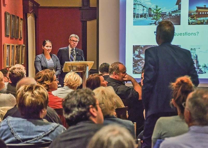 Le propriétaire de la Mercerie Brabant, Jacques Brabant, s'est plaint du manque de cases gratuites au centre-ville. Photo François Larivière | Le Courrier ©