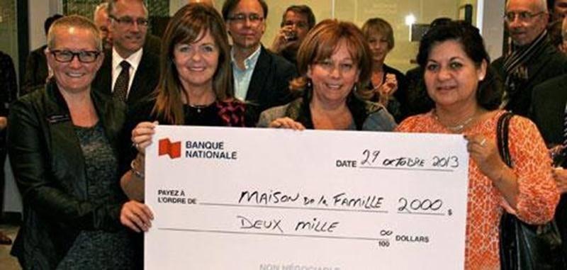 À l'occasion de l'inauguration, la Banque Nationale s'est engagée à remettre une somme totale de 2 000 $ à un organisme de la région maskoutaine, soit la Maison de la famille. Sur la photo, de gauche à droite: Josée Gaumond, représentante senior, service à la clientèle; Manon Dumoulin, vice-présidente Centre du Québec; Sylvie Villeneuve, directrice de la succursale; et Jubilée Larraguibel, de l'organisme la Maison de la famille.