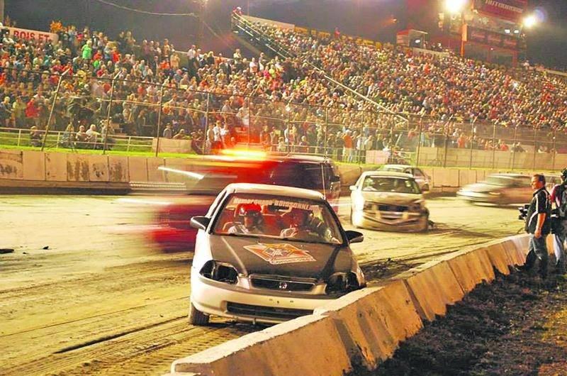 Le Défi-Vision Mira offre un spectacle haut en couleur chaque année sur la piste de l'Autodrome Granby. Photo Courtoisie