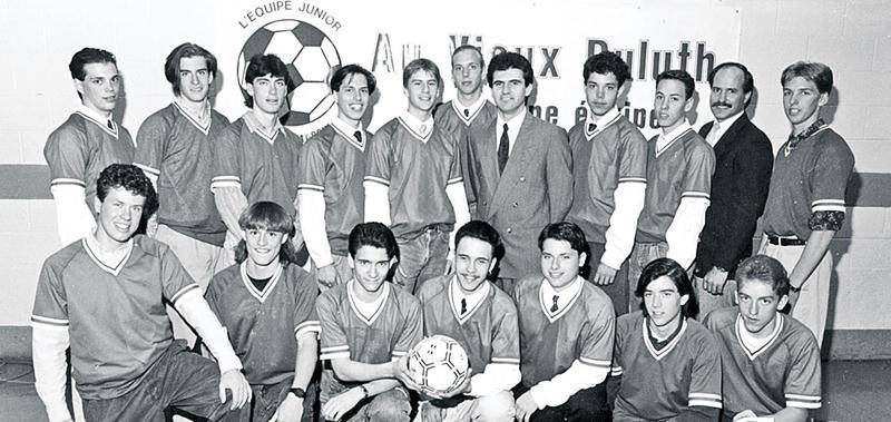 L'équipe Au Vieux-Duluth junior est de retour dans le soccer élite. Collection Centre d'histoire de Saint-Hyacinthe, CH380.