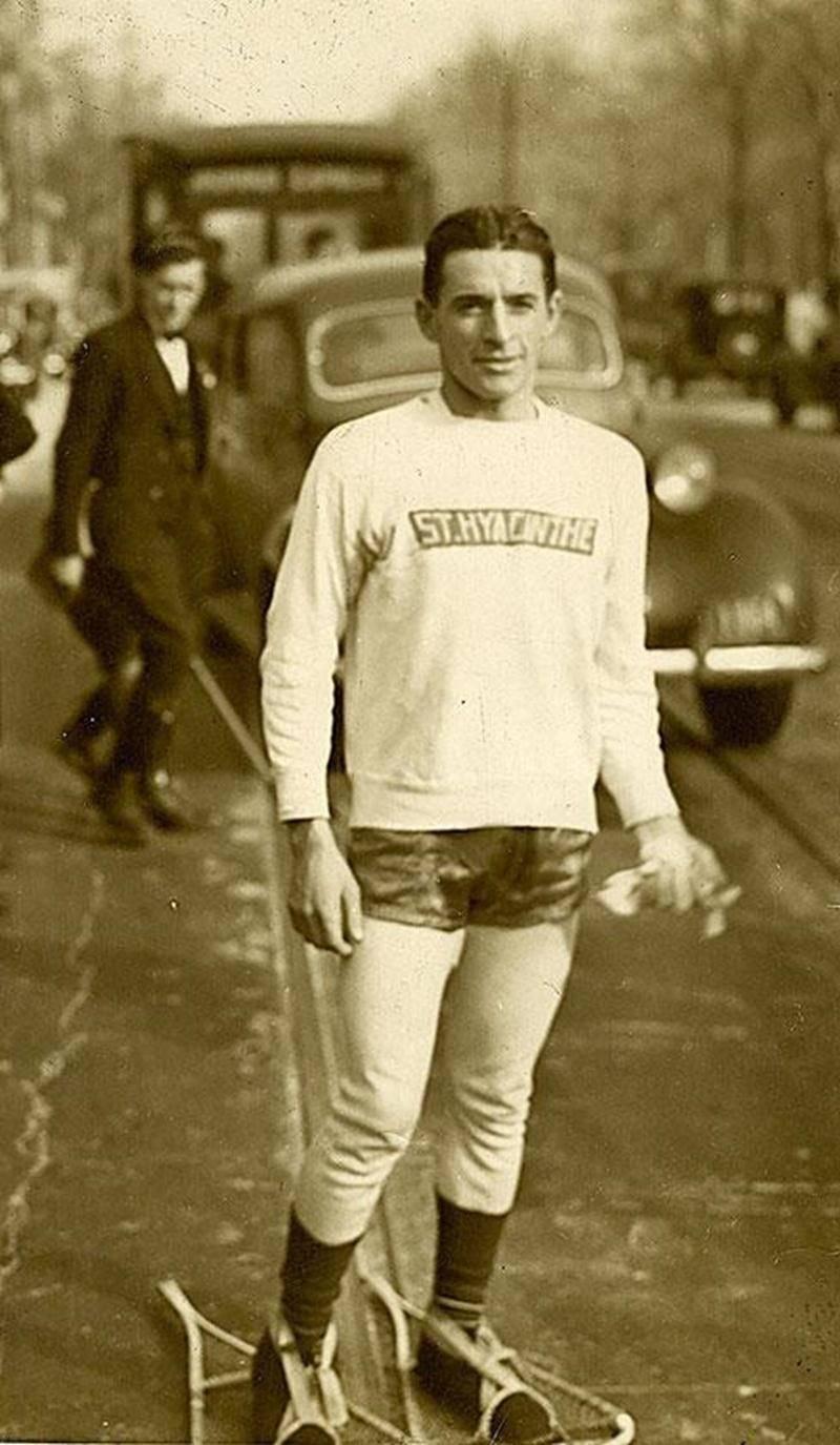 Gérard Côté à Montréal peu avant de réaliser son record du monde en janvier 1938. Collection François Côté.