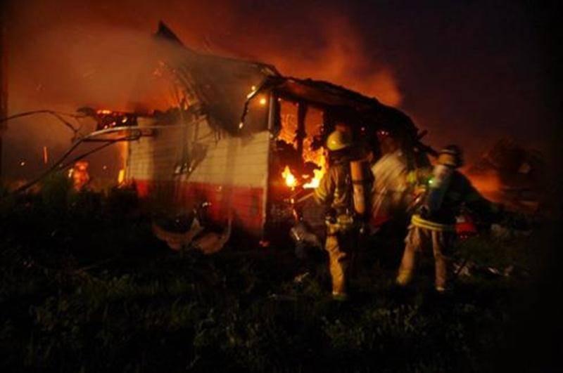 Une porcherie désaffectée de Sainte-Hélène-de-Bagot a été la proie des flammes en début de semaine. C'est vers 3 h, dans la nuit de mardi, que les pompiers ont été dépêchés sur les lieux. Heureusement, aucun animal ne se trouvait à l'intérieur. Par contre, le bâtiment est une perte totale, la cause de l'incendie demeure toujours inconnue. Les pompiers de Sainte-Hélène ont pu compter sur l'aide de ceux de Saint-Simon, Saint-Hugues et Saint-Nazaire.